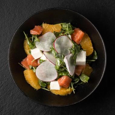 Салат лососем с апельсином